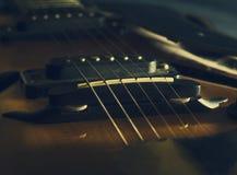 Fermez-vous vers le haut de l'image de la guitare électrique Image libre de droits