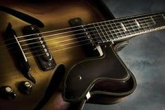 Fermez-vous vers le haut de l'image de la guitare électrique Images stock