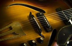 Fermez-vous vers le haut de l'image de la guitare électrique Photographie stock