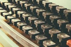 Fermez-vous vers le haut de l'image des clés de machine à écrire Vintage filtré Foyer sélectif photo libre de droits