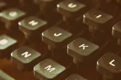 Fermez-vous vers le haut de l'image des clés de machine à écrire Vintage filtré Foyer sélectif photographie stock libre de droits