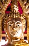 Fermez-vous vers le haut de l'image du sculture d'or de Bouddha Photographie stock libre de droits