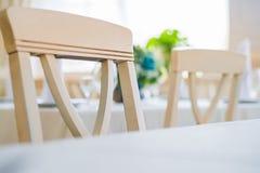 Fermez-vous vers le haut de l'intérieur élégant du restaurant moderne Photographie stock libre de droits