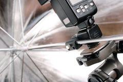 Fermez-vous vers le haut de la bavure et du parapluie argenté Photographie stock libre de droits