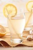 Fermez-vous vers le haut de la boisson de citron de gingembre Images libres de droits