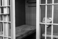 Fermez-vous vers le haut de la cellule de prison intérieure images libres de droits