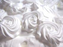 Fermez-vous vers le haut de la crème décorée de fouet Photographie stock