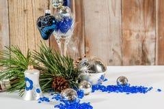 Fermez-vous vers le haut de la décoration de Noël, coeur bleu Photographie stock