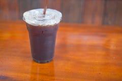 Fermez-vous vers le haut de la glace de l'americano ou du café noir Photo stock