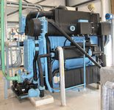 Fermez-vous vers le haut de la machine d'industrie (absorption de vapeur) à une centrale thermique solaire photo libre de droits