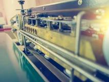 Fermez-vous vers le haut de la machine de conditionnement automatique avec le filtre de vintage Images stock