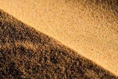 Fermez-vous vers le haut de la macro texture de la dune de sable Photo stock