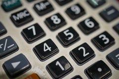 Fermez-vous vers le haut de la macro vue du clavier numérique de calculatrice en tant que concept financier photo stock
