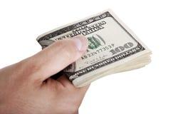 Donnant dehors l'argent liquide - plié Image libre de droits