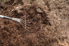 fermez-vous vers le haut de la nature d'agriculture biologique d'engrais de sol images stock