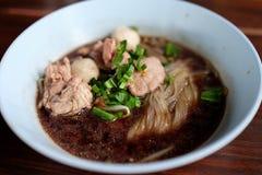 Fermez-vous vers le haut de la nouille thaïe image stock