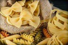 Fermez-vous vers le haut de la nourriture d'Italien de spaghetti image libre de droits