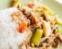 Fermez-vous vers le haut de la nourriture thaïlandaise avec du riz de vapeur photo libre de droits