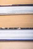 Fermez-vous vers le haut de la photo d'une pile des livres Image libre de droits