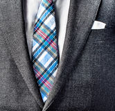 Fermez-vous vers le haut de la photo du costume et attachez photo stock