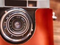 Fermez-vous vers le haut de la photo du vieil appareil-photo de vintage photo stock