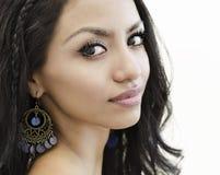Fermez-vous vers le haut de la photo du visage de la jeune femme Photographie stock libre de droits