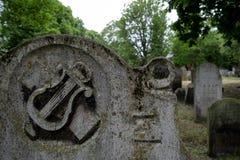 Fermez-vous vers le haut de la photo de la pierre tombale au cimetière juif historique chez Brady Street, Whitechapel, Londres es photo libre de droits
