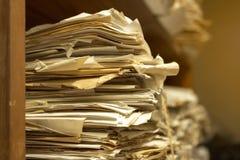 Fermez-vous vers le haut de la pièce d'archives de papiers Photographie stock libre de droits