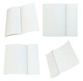 Fermez-vous vers le haut de la pile de papiers sur le fond blanc Photos libres de droits