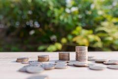 Fermez-vous vers le haut de la pile de pièces de monnaie d'argent Photo libre de droits