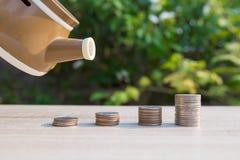 Fermez-vous vers le haut de la pile de pièces de monnaie d'argent Photographie stock libre de droits