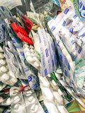 Fermez-vous vers le haut de la pilule de médecine dans le paquet de pilules et de capsules de médecine capsules et comprimé embal Photos stock