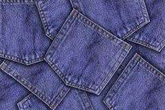 Fermez-vous vers le haut de la poche de jeans de denim Photos stock