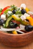 Fermez-vous vers le haut de la salade grecque saine Image stock