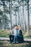 Fermez-vous vers le haut de la verticale de jeunes couples attrayants Photo libre de droits