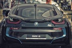 Fermez-vous vers le haut de la voiture de sport hybride embrochable de BMW I8 Photos stock