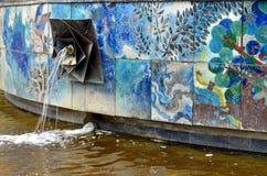 Fermez-vous vers le haut de la vue d'une fontaine à Berlin Image stock