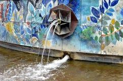 Fermez-vous vers le haut de la vue d'une fontaine à Berlin Photo libre de droits