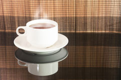 Fermez-vous vers le haut de la vue d'une tasse de thé Images libres de droits