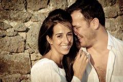 Fermez-vous vers le haut de la vue de jeunes couples heureux riant ensemble Photographie stock