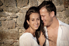 Fermez-vous vers le haut de la vue de jeunes couples heureux riant ensemble Photo stock