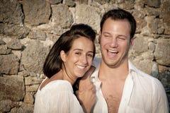 Fermez-vous vers le haut de la vue de jeunes couples heureux riant ensemble Image libre de droits