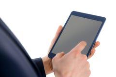Fermez-vous vers le haut de la vue de l'homme d'affaires utilisant la tablette Image libre de droits
