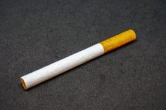 Fermez-vous vers le haut de la vue de la cigarette Image stock