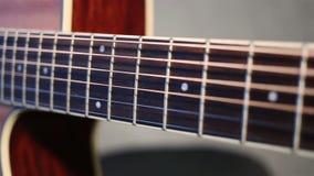 Fermez-vous vers le haut de la vue de la guitare acoustique clips vidéos