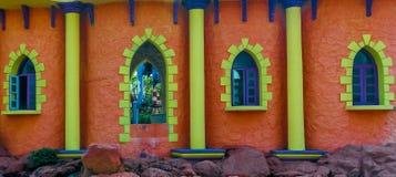 Fermez-vous vers le haut de la vue de la sculpture colorée en fenêtre, caisse enregistreuse électronique, Chennai, Tamilnadu, Ind Image libre de droits
