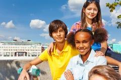 Fermez-vous vers le haut de la vue de se reposer international d'enfants Photographie stock libre de droits