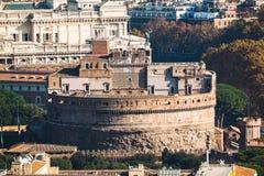 Fermez-vous vers le haut de la vue du ` Angelo de Sant de château Beaux vieux hublots à Rome (Italie) Photo stock