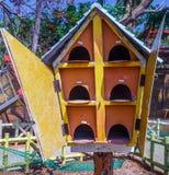 Fermez-vous vers le haut de la vue du nid en bois d'oiseau, caisse enregistreuse électronique, Chennai, Tamilnadu, Inde, le 29 ja Image libre de droits