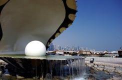 Fermez-vous vers le haut de la vue de la fontaine d'huître et de perle dans Doha image stock